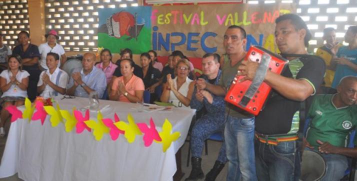 el_pollito_tocando_en_un_certamen_folclorico_en_la_carcel_judicial_de_valledupar_0